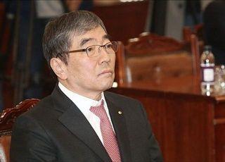 커지는 윤석헌 금감원장 교체론...靑의 금융권 길들이기?
