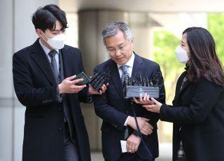 """피고인 최강욱, 법사위 지원 적절성 묻자 """"의도 있는 질문"""""""