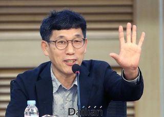 """진중권, 금태섭 몰아붙인 민주당원들에 """"전체주의 정당...저렇게 망해가는 것"""""""