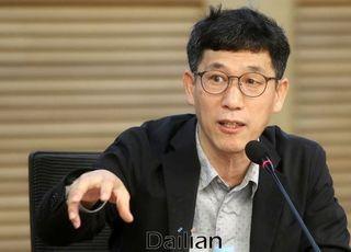 """진중권, '오락가락' 김남국에 """"주제에 맞게 살아라"""" 일갈"""
