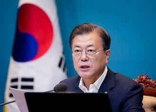"""문 대통령 지지율 3.1%p 내린 '54.5%'…""""북한 대적 전환 영향"""""""