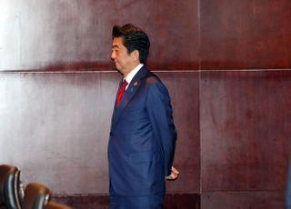 """""""아베 총리 임기 연장 반대"""" 69%…찬성은 19%에 그쳐"""