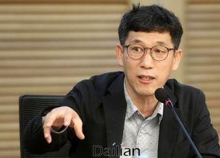 """진중권 """"검언유착 의혹, 사기꾼 내세운 최강욱의 저급한 공작정치"""""""