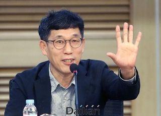 """진중권, 최강욱·황운하·이낙연 검찰개혁 토론에 """"폐지된 개콘을 여기서 보네"""""""