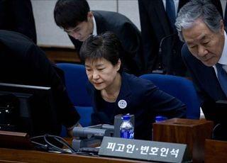 박근혜, 귀휴 의사 안 밝혀…'이복 언니' 박재옥씨 조문 안 할 듯