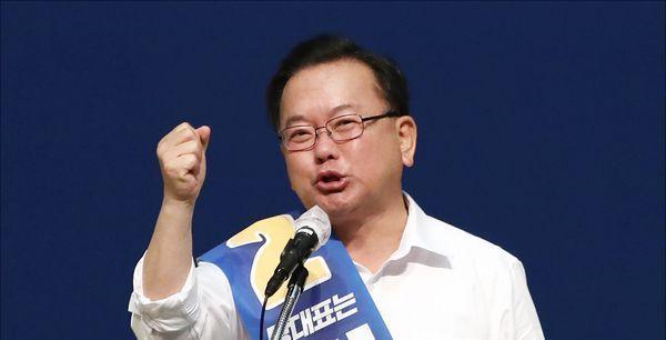 """김부겸 통합당 초선과 각세우기...진중권 """"문빠 아부에 여념없네"""""""