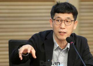 """진중권, """"법의 지배 무섭다""""는 與의원에 """"왜 법치를 부정하나"""""""