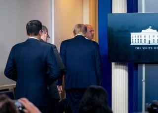 백악관 200m 거리서 총격…트럼프, 브리핑 중 퇴장