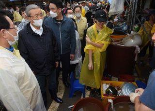 """""""일희일비 않고 내실 다진다""""…지지율 역전한 통합당의 '신중론'"""