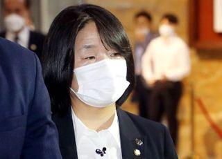 처벌규정 없어 기소 못했는데…윤미향 '무혐의'라는 與 지지층