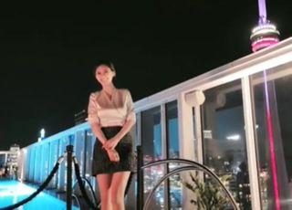 '소재불명' 지명수배 상태라던 윤지오, SNS에 버젓이 올라온 파티 영상