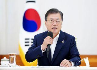 """문대통령, 日 스가 총리에 축하 서한…""""언제든 대화"""""""