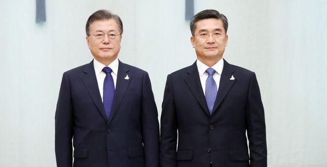 """문대통령, 서욱 복장 논란 염두?…""""양복 입은 것도 멋지다"""""""