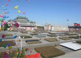 북한 '새벽 열병식', 숨기려 했나 보여주려 했나