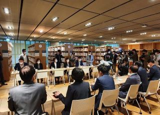 """한성숙 네이버 대표, '알고리즘 조작 의혹' 제기 의원들에 """"의문점 답하겠다"""""""
