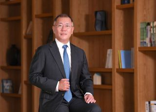 """정의선 회장, 수소 상용차 동맹 주도…""""2030년까지 전세계 8만대 판매"""""""