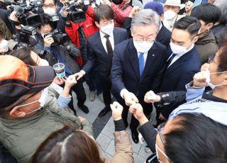 '높이 더 높이'…이재명, 민주 '안방 민심' 파고들며 '훨훨'