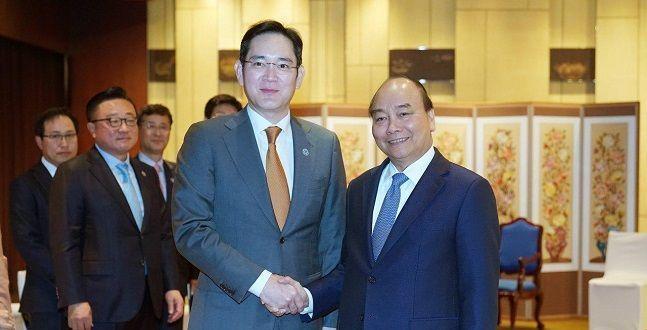 """이재용 만난 베트남 총리 """"반도체 공장 투자해달라...적극 지원할 것"""""""