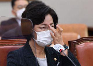 """추미애, '부하 아니다' 윤석열 발끈에 """"지휘감독 받는 공무원"""""""