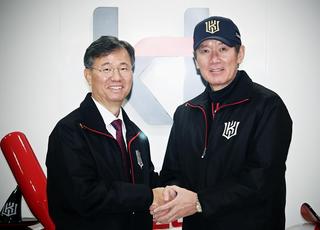 kt, 이강철 감독과 3년 총액 20억에 재계약