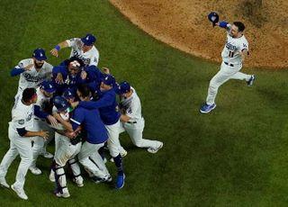 '베츠 쐐기포' LA 다저스, 32년 만에 월드시리즈 우승!
