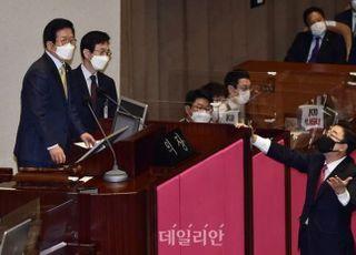 '의회주의의 위기'…주호영 몸수색 논란이 불러온 우려
